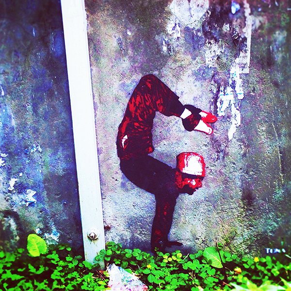 yoga graffiti, manali, india